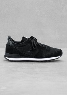 Nike Internationalist | Tags: sneakers, low-tops, mid, black on black, suede