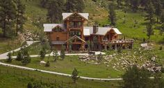 Imposing Log House in Colorado Mirroring Views of the Spectacular Rocky Mountains - http://freshome.com/2015/01/29/imposing-log-house-in-colorado-mirroring-views-of-the-spectacular-rocky-mountains/