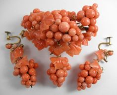 NR HUGE 45.9g 14k Solid Gold Carved Coral Brooch Earrings Set Grapes Antique