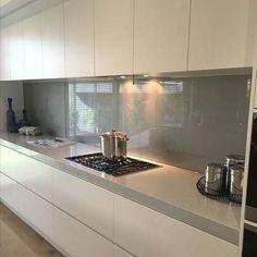 Kitchen Furniture, Kitchen Interior, Kitchen Decor, Furniture Design, Küchen Design, House Design, Interior Decorating, Interior Design, Minimalist Kitchen