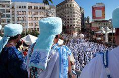 O lindo tapete branco formado por integrantes do afoxé Filhos de Gandhy tomou conta da Praça Castro Alves nesta terça-feira (12), último dia de Carnaval. Leia mais: