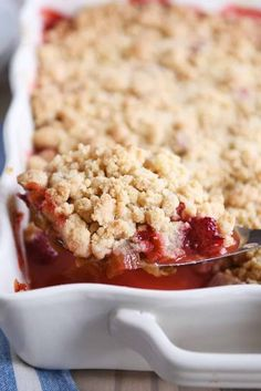 The easiest strawberry rhubarb crumble! This delectable dessert is perfectly tart and sweet with a buttery, golden crumble topping that is irresistible! | melskitchencafe.com #strawberry #rhubarb #strawberryrhubarbcrumble Strawberry Rhubarb Recipes, Rhubarb Desserts, Strawberry Rhubarb Crisp, Easy Desserts, Delicious Desserts, Dessert Recipes, Rhubarb Crisp Recipe, Healthy Desserts, Rhubarb Crunch