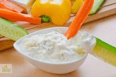 Rokfor sos... Bir�ok salatan�n �zerine ilave edebilir, etlerinizin yan�nda da servis yapabilirsiniz. http://www.hurriyetaile.com/yemek-tarifleri/sos-tarifleri/rokfor-sos_1474.html