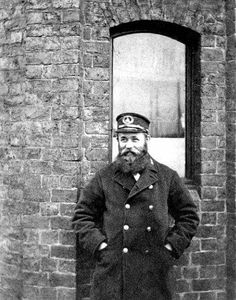 1906 the Birkenhead ferry master Liverpool Town, Liverpool Docks, Old Rock, Old Photographs, Historical Pictures, Family History, White Photography, Lantern, Pirates