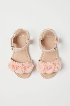 Sandals with flowers - Light pink - Kids Girls Dress Sandals, Baby Girl Sandals, Kids Sandals, Baby Girl Shoes, My Baby Girl, Flower Girl Shoes, Little Girl Shoes, Little Girl Outfits, Kids Outfits