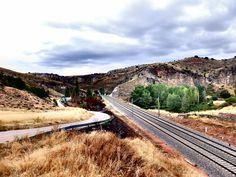 En Moratilla de Henares confluyen el río, el Camino de Jadraque a Sigüenza y el ferrocarril