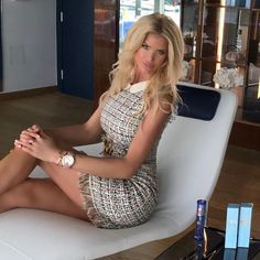 Your dressing sense is one of the very first ways that a person forms an impression of you before you get a chance to interact. Flannel Dress, Tweed Dress, Everyday Outfits, Everyday Fashion, Victoria Silvstedt, Dressing Sense, How To Look Classy, Classy Women, Classy Dress