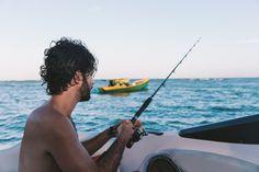 Localizada na Vila do Outeiro, está a 5min de 3 praias: Espelho, Amores e Outeiro. Possui 7 suítes amplas, claras e arejadas, ar condicionado, TV, internet e fr #pousada #Brisasdoespelho #pesca #atividade #mar
