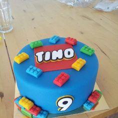 lego taart Lego taart. Een vanille taart en choclade taart om en om gestapeld  lego taart
