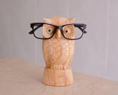 Glasses are very helpful for those who have vision problems, common disorders such as nearsightedness or farsightedness. Wood Shop Projects, Small Wood Projects, Eyeglass Holder Stand, Sunglasses Organizer, Intarsia Woodworking, Woodworking Crafts, Bird Sculpture, Sculpture Stand, Wooden Statues