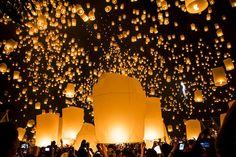 塔の上のラプンツェルのモデル!タイの「コムローイ祭り」が幻想的すぎる | RETRIP