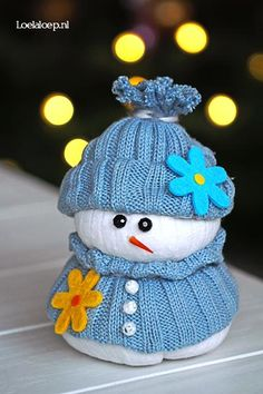 DIY Christmas Crafts : DIY Cute Snowman from old Clothing and Rice
