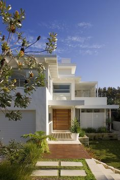 Flat roof Beech House - Manly_white_weatherboard_inspired_beach_house