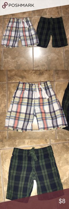 Bundle of 2- Boys plaid shorts •excellent condition •bundle of 2 items •one Oshkosh pair of shorts •one green pair of crazy 8 shorts •both size 4 Bottoms Shorts