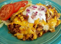 Another Taco Casserole ------------- a quick and easy casserole made with seasoned beef and Mexican corn. Garnish with your favorite toppings. Minus the nasty onions haha Top Recipes, Mexican Food Recipes, Beef Recipes, Great Recipes, Dinner Recipes, Cooking Recipes, Favorite Recipes, Healthy Recipes, Mexican Dishes