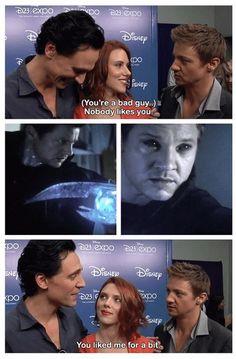 Marvel: The Avengers - Loki - Tom Hiddleston and Hawkeye - Jeremy Renner Funny Marvel Memes, Dc Memes, Avengers Memes, Marvel Jokes, Marvel Dc Comics, Marvel Avengers, Loki, Jeremy Renner, Jeremy Scott