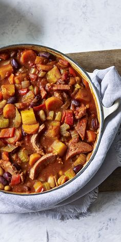 A low-calorie, nourishing campfire stew with a spicy kick. Perfect for cold evenings and chilly lunch times. Serve with your choice of steamed vegetables. Low Calorie Casserole, Gammon Steak, Campfire Stew, Slimming World Dinners, Low Carb Recipes, Cooking Recipes, Steamed Vegetables, Main Meals, Casserole Dishes
