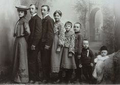 Old Photographs, Old Photos, Family Pictures, Couple Photos, We Are Family, Edwardian Era, Siblings, Norway, Men's Fashion