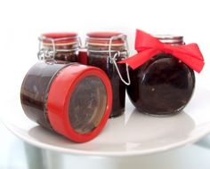Caramelized Red Onion Chutney This is the perfect gift for cheese lovers everywhere. It's sweet, simple, and you can make it more than a month in advance. Red Onion Chutney, Red Onion Jam, Onion Relish, Relish Recipes, Chutney Recipes, Cheese Lover, Meals In A Jar, Appetizer Dips, Spice Mixes