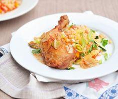 A bulgur - amit búzatöretnek is neveznek - nagyszerű alternatívája a rizsnek, gyorsan elkészül és kiadós. Készülhet belőle köret, de használhatjuk főételekhez, levesekhez, és tehetjük salátába is. Íme a legjobb receptek! Baked Potato, Potatoes, Baking, Health, Ethnic Recipes, Food, Table, Recipes, Bulgur