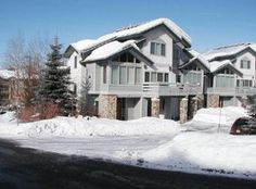Elk Run is a small complex of townhomes just a short distance to the slopes.  This 4 bedroom townhome is set up for you and your family for a great vacation.  The on call shuttle takes you to the slop...