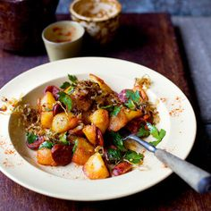 Try our delicious Spanish-style potatoes recipe plus other recipes from Red Online Cooking A Roast, Sous Vide Cooking, Cooking Lamb, Cooking Turkey, Healthy Foods To Eat, Healthy Recipes, Spanish Potatoes, Spanish Food, Spanish Style