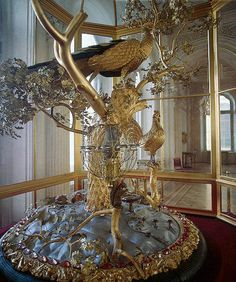 The Peacock Clock at the Winter Palace is another not-to-be-missed piece of art, housed in the Pavilion Hall of the Small Hermitage . For more than 2 centuries now the Hermitage has been adorned by this century unique exhibit that never fails to e Catalina La Grande, Catherine The Great, Winter Palace, Hermitage Museum, Faberge Eggs, St Petersburg Russia, Imperial Russia, Objet D'art, Art Pieces