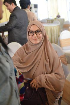 Lyra Virna Tambah Cantik Berhijab Syari