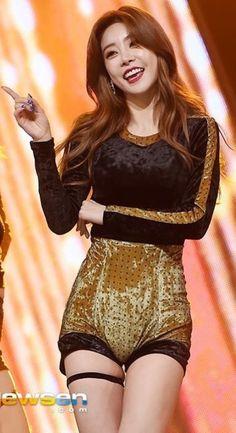 Kpop Girl Groups, Korean Girl Groups, Kpop Girls, Sexy Asian Girls, Beautiful Asian Girls, Korean Women, South Korean Girls, Girls Day Members, Girl's Day Hyeri