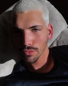 👁 heterochromia iridum 👁 . . . . . . . . #ottawa #ottawalife #613 #blonde #blondehair #platinum #platinumhair #whitehair #buzzcut… Platinum Blonde Hair Men, Ash Blonde, Grunge Boy, Young Blood, Silver Hair, White Hair, Grunge Outfits, Summer Looks, Beautiful Men