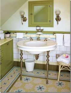Mosaic Floor Tile Patterns for Baths. Mosaic floor tile patterns, from simple to elaborate, can be a great fit for old-house bathrooms. Bathroom Tile Designs, Bathroom Floor Tiles, Tile Bathrooms, Bathroom Fixtures, Floor Sink, Mosaic Bathroom, Bathroom Mirrors, Bathroom Cabinets, Bad Inspiration