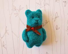 Felt Animal, Felted Bear Brooch, Emerald Green Brooch, Handmade Brooch, Green Brooch,Needle  Felted Bear
