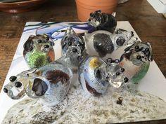 Asbestemming dieren crematie urn van glas hondje.