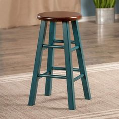With a charming look, this Winsome Ivy counter stool completes your kitchen decor. Painted Bar Stools, Diy Bar Stools, Rustic Bar Stools, Wood Counter Stools, Diy Stool, Wood Stool, Diy Chair, Bar Chairs, Dining Chairs