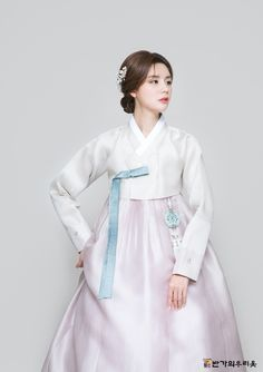 반가의 - (A22) 2018 반가의우리옷 Oriental Dress, Oriental Fashion, Cute Korean Fashion, Asian Fashion, Korean Traditional Dress, Traditional Dresses, Korean Dress, Korean Outfits, Hanbok Wedding