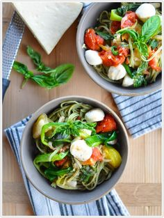 Recipe for heirloom tomato pasta with basil, mozzarella and green onions.