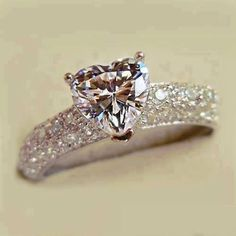 This but with a halo around the heart diamond!!