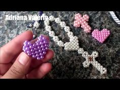 Como fazer: Coração de pérolas diferente - Adriana Valério - YouTube Beaded Jewelry Designs, Wire Jewelry, Jewelery, Bead Crafts, Diy And Crafts, Beaded Earrings, Beaded Bracelets, Beaded Cross, Bead Art