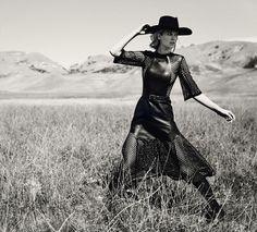 Kuva sivustosta https://www.fashionhouseglobal.com/wp-content/uploads/2015/02/toni-garrn-by-norman-jean-roy-for-porter-magazine-spring-2015-2.jpg.