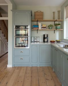 Galley Kitchen Remodel Ideas (Small Galley Kitchen Design, Makeovers, and Plans) - Kitchen Ideas Galley Kitchen Design, Small Galley Kitchens, Kitchen Layout, Home Kitchens, Small Kitchen Ovens, Home Decor Kitchen, Kitchen Interior, New Kitchen, Kitchen Ideas