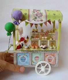Miniature Cupcake shop cart for dollhouse van Evamini op Etsy Miniature Rooms, Miniature Houses, Miniature Furniture, Doll Furniture, Dollhouse Furniture, Cupcake Shops, The Balloon, Miniture Things, Dollhouse Miniatures