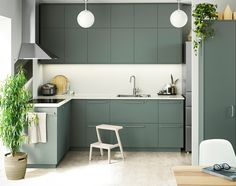 Looking at how people styled the green ikea cabinets Mawa Design, Küchen Design, House Design, Ikea Kitchen Design, Interior Design Kitchen, Green Kitchen, Cuisines Design, My Dream Home, Kitchen Remodel