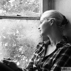 #Portrait #People #Porträt #Porträtfotografie #Schwarzweiss Quelle: http://www.heise.de/foto/galerie/foto/Frau-am-Fenster-4f28514988832825e87bcfd5475b1b53/