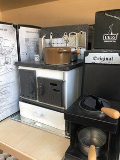 Hat bestimmt nicht jeder, so einen kleinen Mini-Ofen! Große Räucherwelt bei uns in Ebbs und in Mils!  #räucherwelt #duftkegel #duftstäbchen #harze #balsame #traditionell #räuchern #erlebnisgärtnerei #hödnerhof #ebbs #mils #dez #innsbruck #tirol #pflanzenwelt #dekowelt Kegel, Innsbruck, Espresso Machine, Nespresso, Coffee Maker, Kitchen Appliances, Mini, Outdoor, Traditional