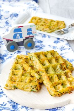 Gemüsewaffeln für Kinder aus dem Backofen Waffles made from potatoes, zucchini and carrots from the oven. Fast vegetable waffles for children out of the oven - packed with healthy vegetables. Baby Zucchini Recipe, Law Carb, Healthy Waffles, Baby Snacks, Porridge Recipes, Homemade Baby Foods, Healthy Vegetables, Baby Food Recipes, Healthy Recipes