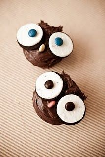 Owl cupcakes - oreo eyes // okay. Owl Cupcakes, Cupcake Cakes, Animal Cupcakes, Fruit Cakes, Cup Cakes, Just Desserts, Delicious Desserts, Owl Cookies, How Sweet Eats