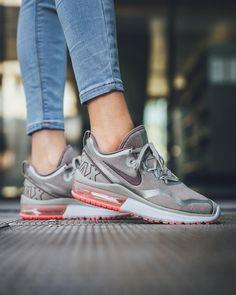 super popular 6c611 7b084 Instagram post by Titolo Sneaker Boutique • Jan 9, 2018 at 9 59pm UTC. Zapatos  NikeLlevamosTenisCarterasComprarNike Air ...