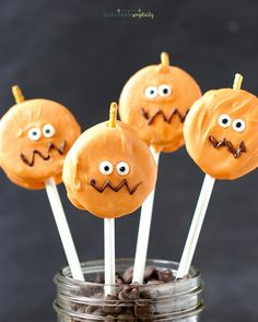 Looking for a cute Halloween treat idea for your Halloween party? Try these super easy Oreo Pumpkin Pops! They'll be the gobbled up before you know it!