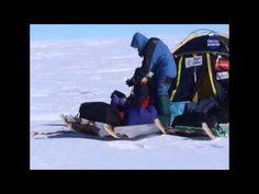 Capítulo 6 - Expedición a la Antártida - Transantártica 2005 con Ramón Larramendi   Llegada al Polo de Inaccesibilidad. Nuestros aventureros han conseguido la primera parte de su gesta y lo celebran con austeridad pero muy buen humor.  ¿Qué es el Polo de Inaccesibilidad? Un polo de inaccesibilidad (PIA) es el lugar a mayor distancia de cualquier punto de acceso.