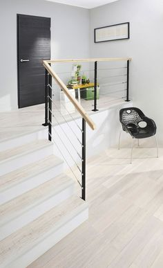 Astounding photo - go to our post for many more plans! Home Stairs Design, Railing Design, Interior Stairs, House Design, Stairs Handle, Metal Stair Railing, Railings, Log Store Indoor, Hardwood Floor Colors